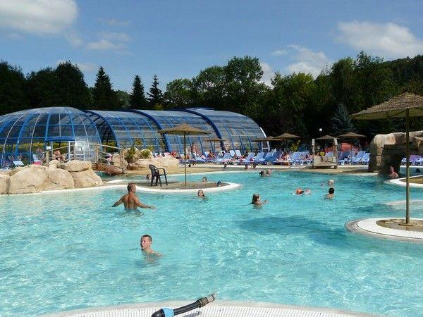 La piscine du camping de murol for Camping carcassonne avec piscine