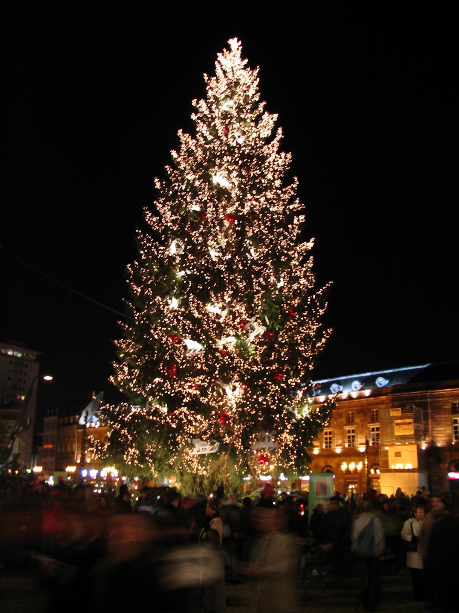 #C88003 Noël à Strasbourg 5517 décorations de noel strasbourg 1536x2048 px @ aertt.com