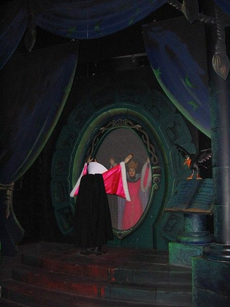 Disneyland paris page 3 for Miroir miroir blanche neige